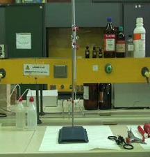 Vetreria tarata: la buretta. Operazioni di laboratorio: filtrazione.